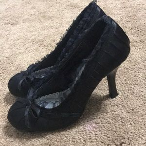 Black ruffle high heels